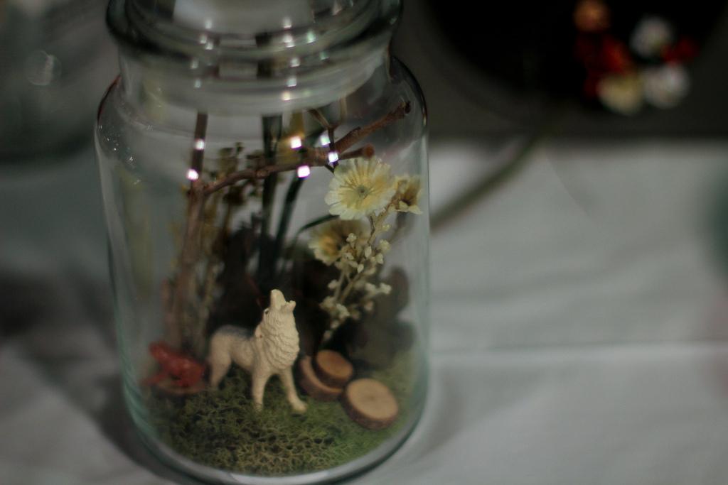 howling wolf miniature