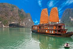 Bahía_de_Halong,_Vietnam._La_Unesco_Patr