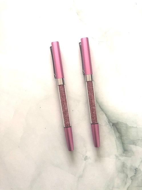 Stylo pointe noire corps métallique rose, paillettes roses