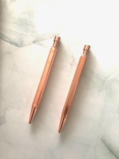 Stylo pointe noire corps métallique rose gold