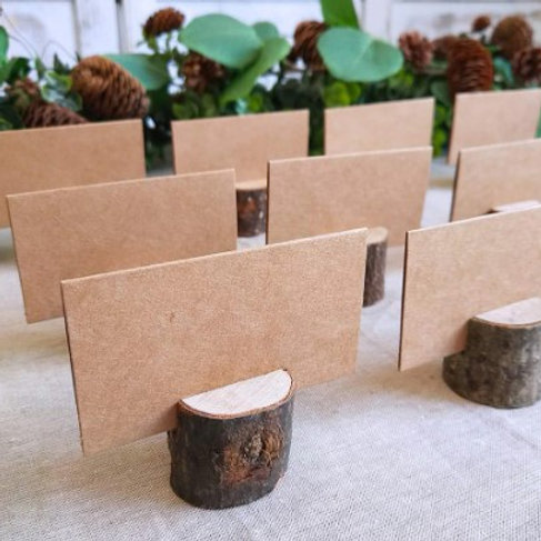 5 marque- places en rondin de bois avec carton en kraft