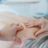 On-site Acupressure - Mind It Ltd - Wellbeing at Work - Wellbeing workshops, wellbeing webinars, wellbeing training and wellbeing consultancy - Leeds Yorkshire - copyright Toa Heftiba