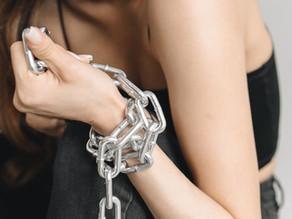 La trata de personas encubierta en la pornografía