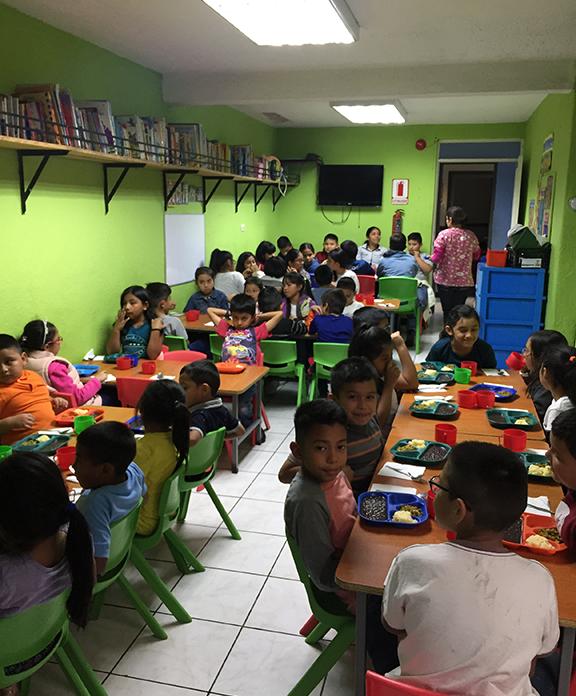 Nuestra Familia alimentación balanceada para niños del Centro