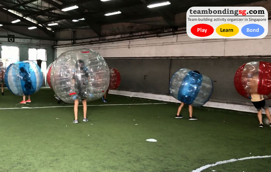 Red and blue bubbles in Bubble Soccer by TeamBondingSG.com
