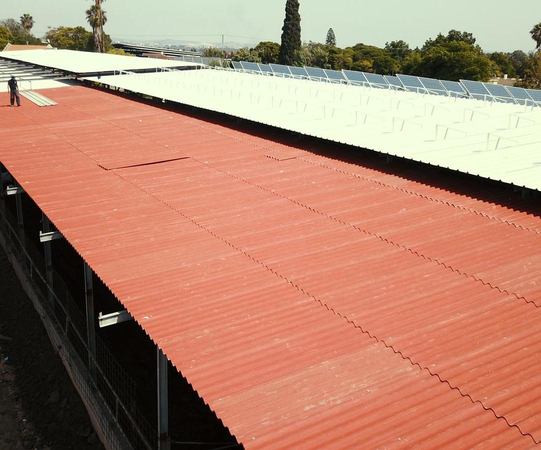 צמנטבורד ופאנלים סולארים לחווה חקלאית