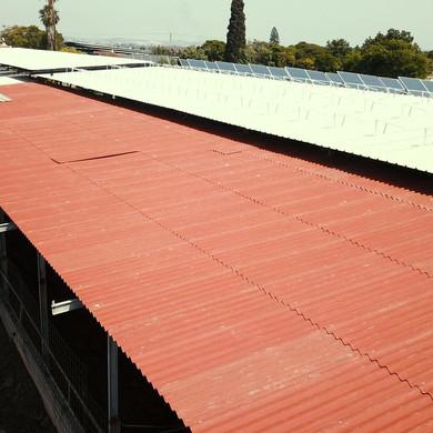 לנדיניבורד ופאנלים סולארים לחווה חקלאית