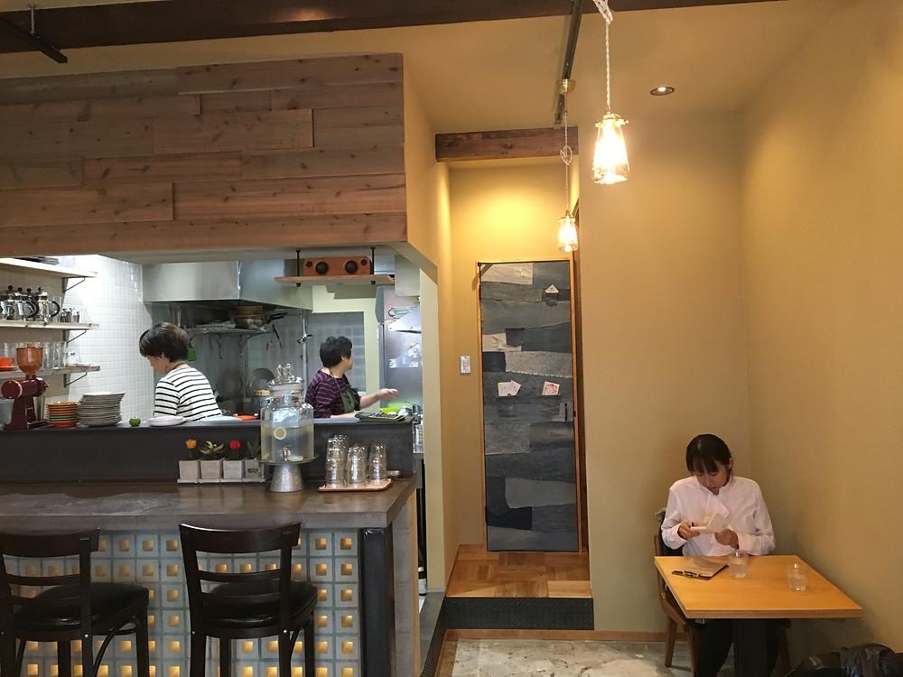 3カフェ9店内全景