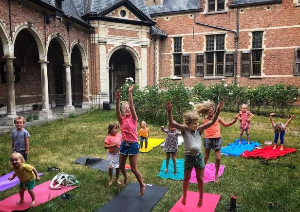 Wekelijkse kinderyoga in kasteel Sterckshof