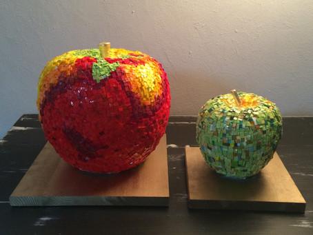 Trophées des foulées du Terroir . Voici les deux pommes que j'ai réalisé en smalti : pates de ve