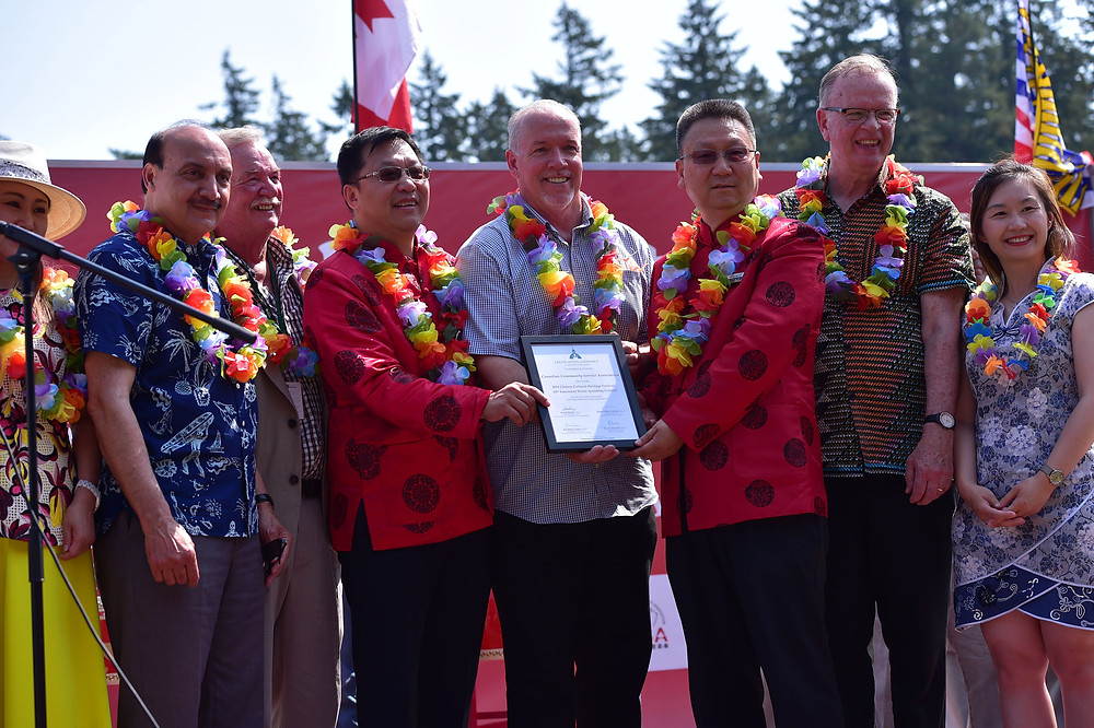 John Horgan presented the Greeting Letter to Harris Niu, President of Canada Community Service Association