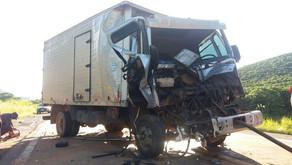 Dois feridos em acidente envolvendo caminhão em Abre Campo