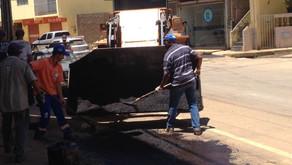 Operação tapa-buraco atende bairro Ponte da Aldeia