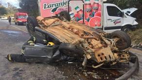 Acidente entre carro e caminhão deixa motorista ferido entre Manhuaçu e Reduto
