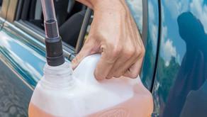 Jovem é flagrado furtando gasolina em automóvel na zona rural