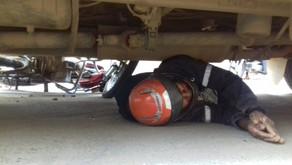 Colisão entre moto e ônibus escolar