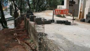 Muro de contenção na rua do Cemitério em Manhuaçu está em fase final