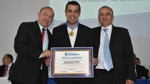 Jânio Garcia Mendes recebe medalha de Mérito Legislativo