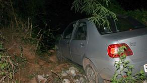 Carro para a poucos centímetros do rio Manhuaçu