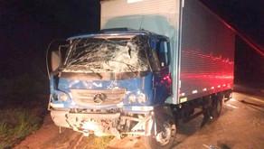 Dois caminhões batem de frente em Vilanova