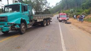 Motociclista sofre ferimentos em acidente com caminhão na BR262