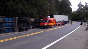 Acidente entre duas carretas na BR-116 próximo a Realeza