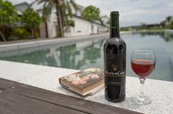 泳池+紅酒
