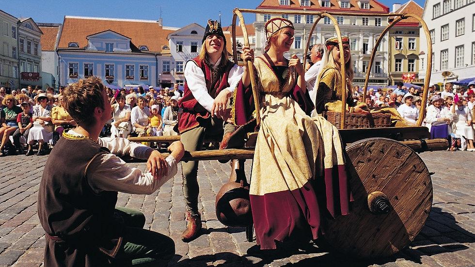LITUANIA – LETONIA – ESTONIA,  Repúblicas Bálticas tu aire, 14 días, FLY&DRIVE