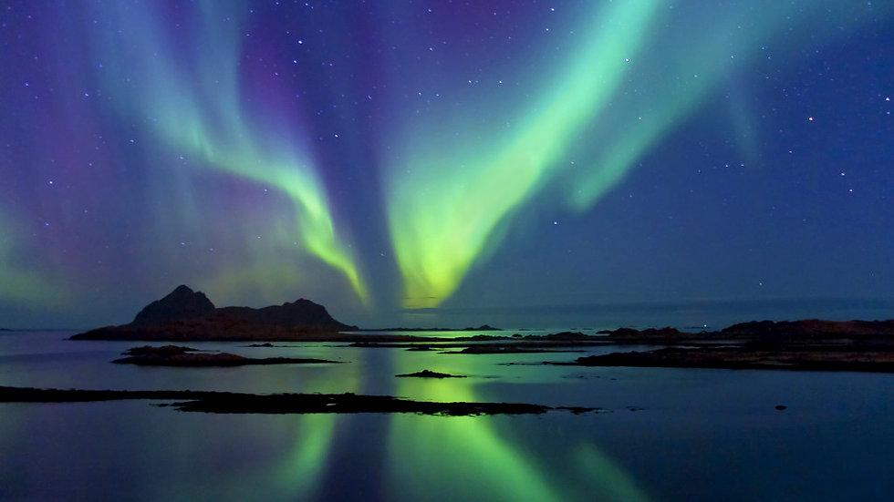 NORUEGA,  Auroras boreales y ballenas