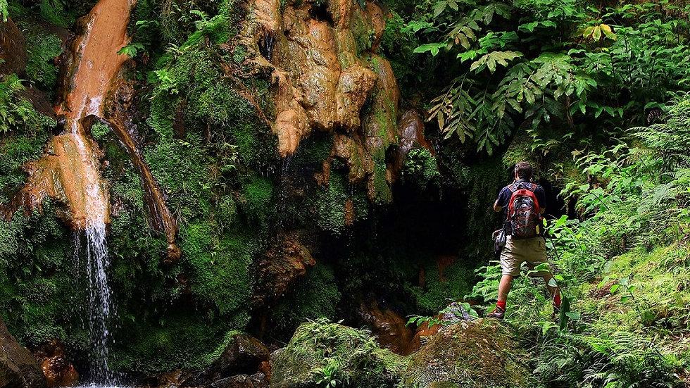 ISLAS AZORES, SÃO MIGUEL, Caminando entre volcanes