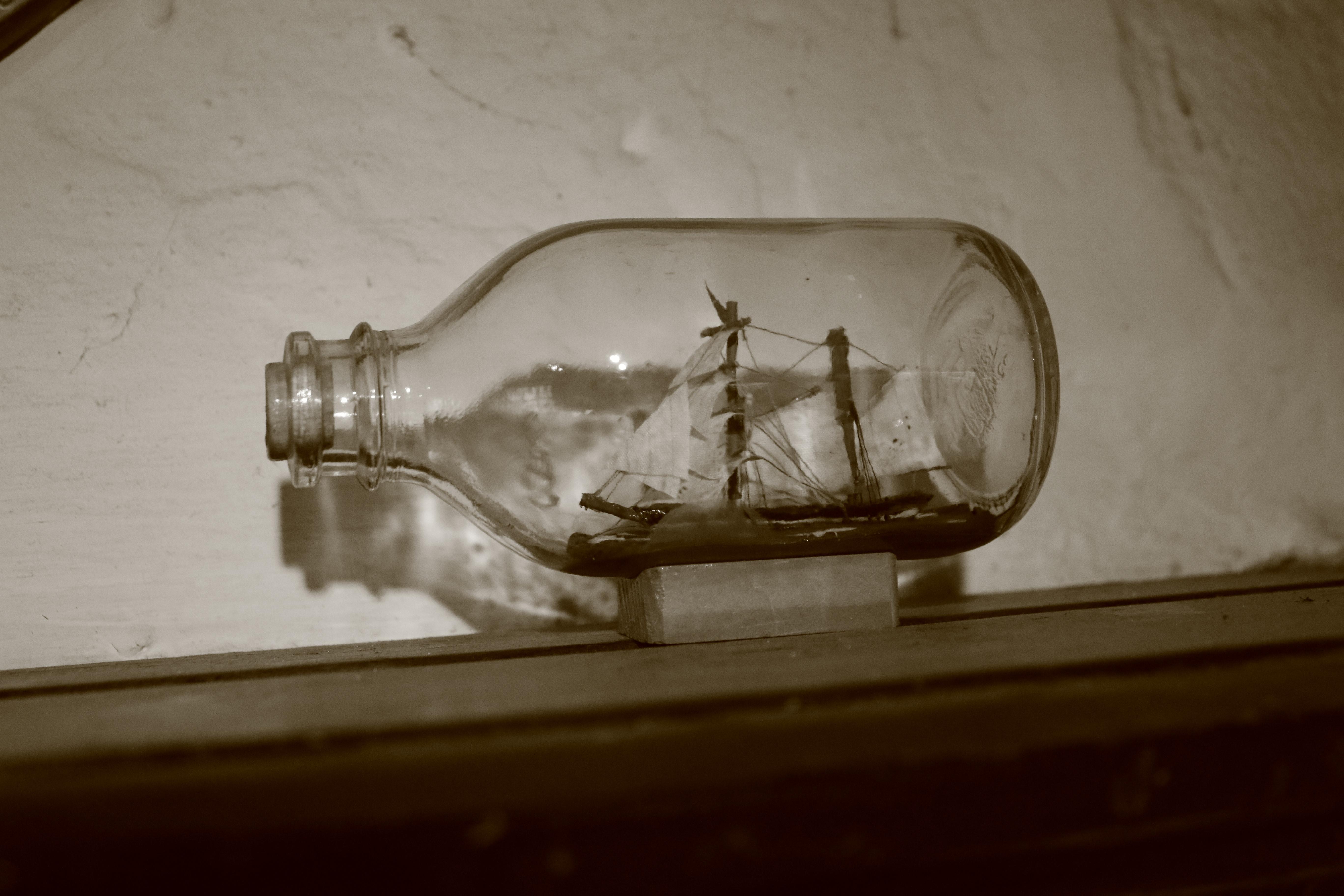 Huisje van Majutte boot in fles