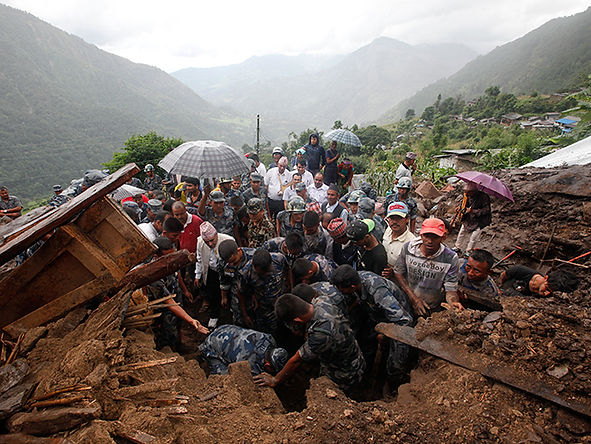 Un aproximado de 9 muertos y 22 desaparecidos por deslizamiento de tierra en Nepal