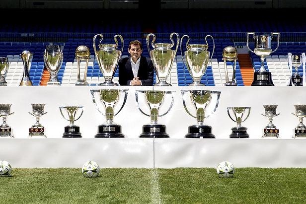 Iker Casillas se despide del futbol profesional para convertirse en leyenda