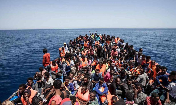 España rescata a más de 380 inmigrantes en el Mediterráneo