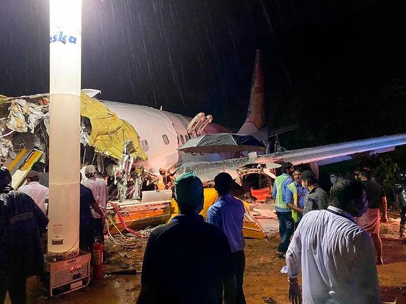 Accidente aéreo en la India deja al menos 16 muertos