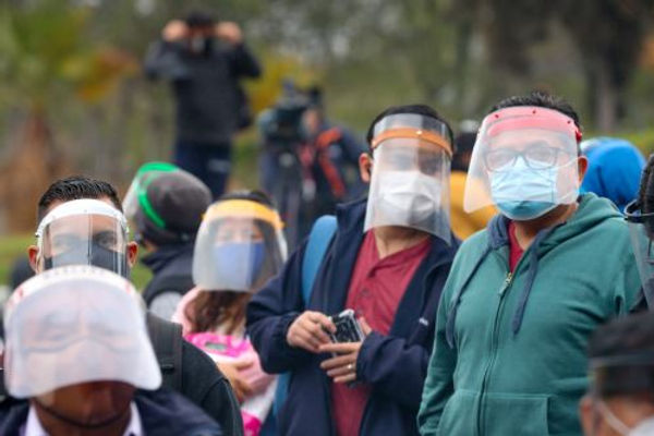Más de 5 millones de protectores faciales serán entregados de manera gratuita en algunas provincias