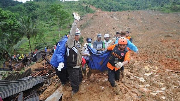 Avalancha en Indonesia deja al menos 11 muertos