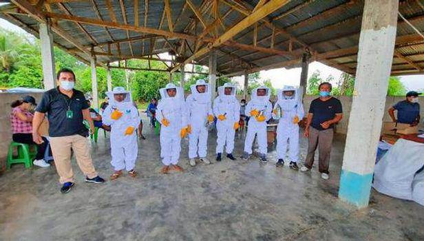 Alrededor de 200 familias dedicadas a la apicultura reciben equipos de protección