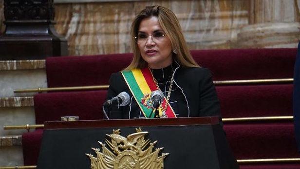 Presidenta interina de Bolivia renuncia a su candidatura presidencial