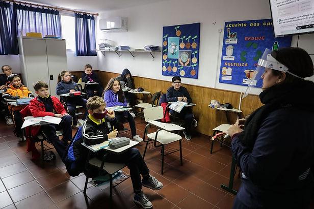 Uruguay es el primer país de Latinoamérica en retomar las clases presenciales