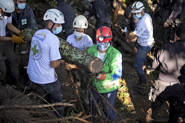 Deslizamiento de tierra en el norte de El Salvador deja al menos 6 muertos por