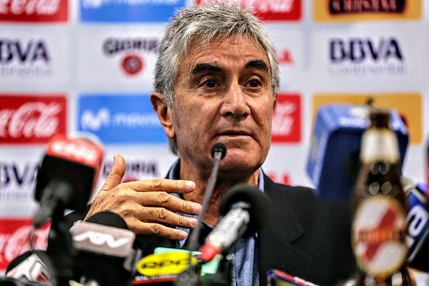 Oblitas asevera que la FPF debe reclamar ante la Conmebol por árbitro Bascuñán
