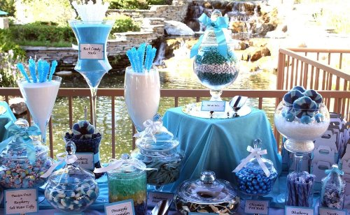classy_wedding_candy_bar.jpg