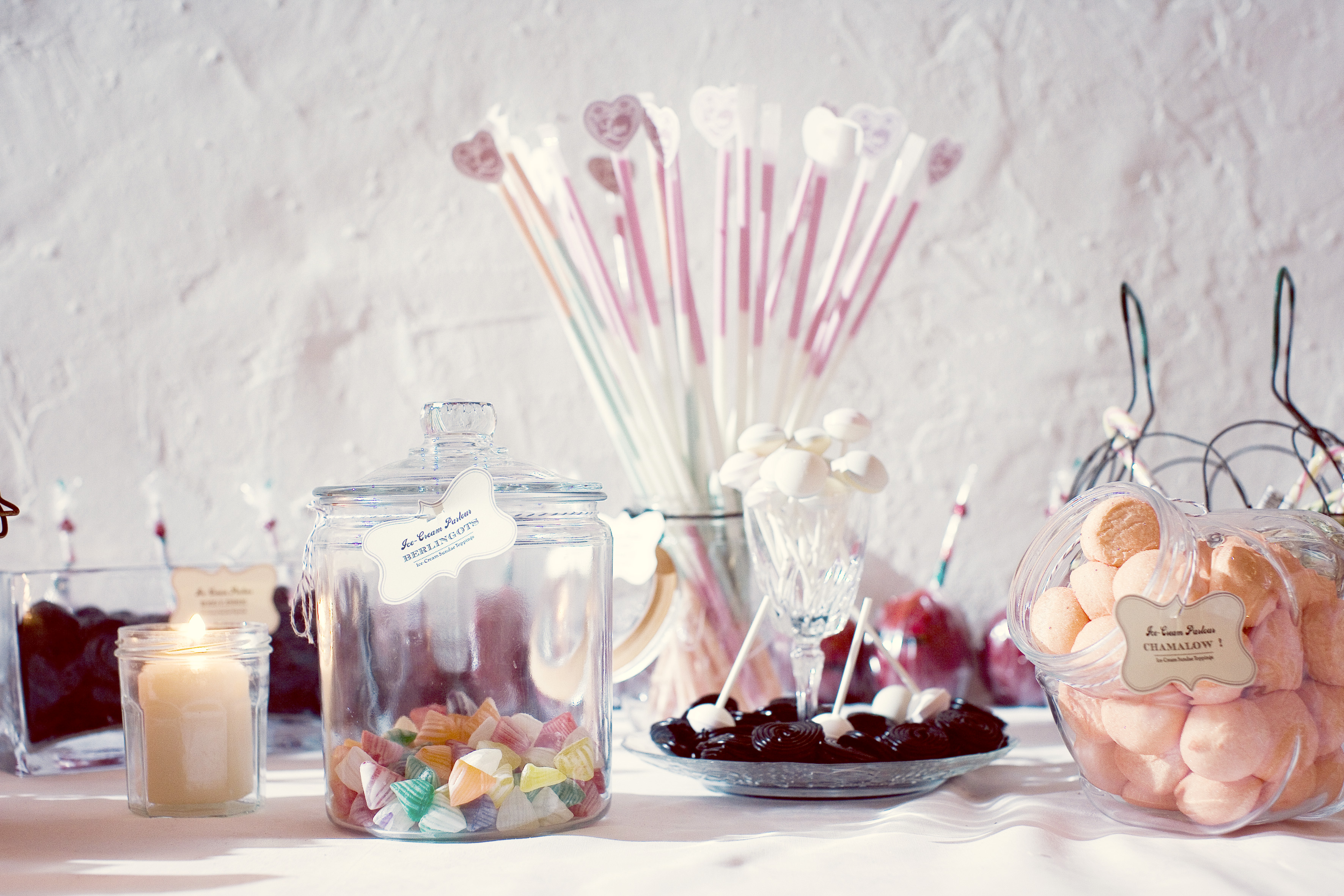 ameliage-candy-bar-romantique-bar-c3a0-bonbons-rc3a9tro-wedding-planner-paris-58