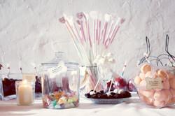 ameliage-candy-bar-romantique-bar-c3a0-bonbons-rc3a9tro-wedding-planner-paris-58
