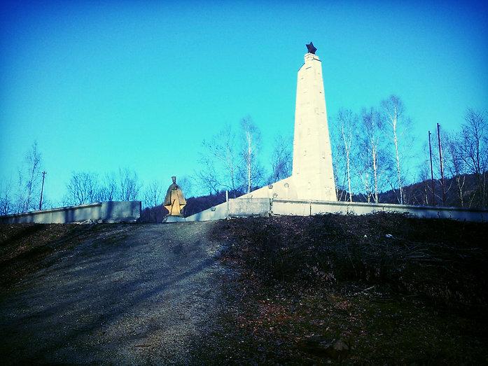 Pomník v obci Kríže