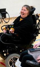 Glad deltager til dans hos Team NIBO Kørestolsdans