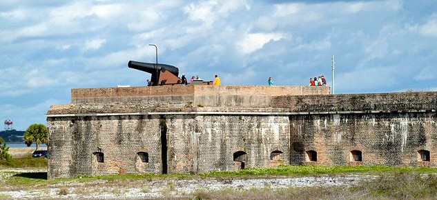 Fort Pickens cannon.jpg