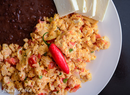 Huevos a la mexicana (Mexican Style scramble eggs)