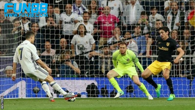 Cristiano Ronaldo membobol gawang Atletico Madrid